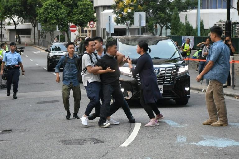 Hong Kong : Carrie Lam tente de renouer le contact avec la population en participant à une réunion publique